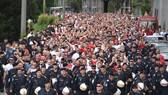 Hơn 10.000 CĐV Red Star trên đường phố Salzburg