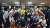 Khabib chụp hình cùng các cầu thủ CSKA