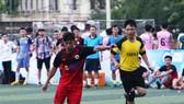 Siêu phủi Tuấn Vinh (áo đỏ) sẽ lĩnh xướng lối chơi của Phú Ninh FC