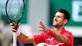 Roland Garros: Lọt vào vòng 3, Novak Djokovic cân bằng kỷ lục 70 trận thắng của Roger Federer