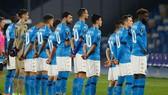 Các cầu thủ Napoli đều mặc áo số 10 để tưởng niệm Maradona