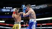 Garcia (quần vàng) giành chiến thắng KO đầu tiên của năm 2021