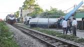 Tàu hỏa tông văng xe bồn chở gas, 3 người bị thương