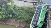 Xe khách lao xuống sông, 1 người chết, 5 người bị thương nặng