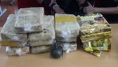 Bắt 2 đối tượng sử dụng lựu đạn cùng 60.000 viên ma túy