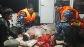Cứu một ngư dân bị nạn trên biển