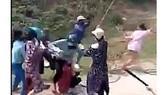 Xác minh vụ việc hàng chục cô gái dùng hung khí đánh nhau