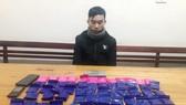 Bắt 1 đối tượng, thu giữ hơn 12.000 viên hồng phiến, 1 bánh heroin