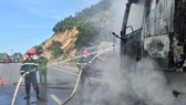 Nghệ An: Liên tiếp 2 vụ cháy, 2 xe tải bị thiêu rụi