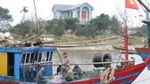 Thanh Hóa hỗ trợ máy dò cá giúp ngư dân vươn khơi