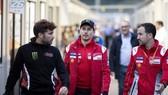 Lorenzo (giữa) - ngày cuối cùng trong màu áo của Ducati