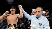 Dmitri Bivol bảo vệ thành công đai WBA hạng bán nặng trên đất Mỹ