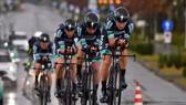 Đội đua Bora-Hansgrohe ở chặng đua đồng đội tính giờ