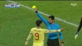 Falcao nhận thẻ vàng vì hành động xấu xí