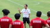 HLV Bae trong những ngày đầu nhận việc ở Muangthong