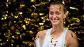 Petra Kvitova và chiếc cúp thứ 2 trong mùa