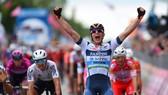 Cima trở thành tay đua Ý thứ 5 giành chiến thắng chặng ở Giro 2019