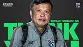 Hình ảnh LĐBĐ Thái Lan nói lời tạm biệt với ông Sirisak