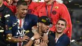 Neymar trên bục nhận giải