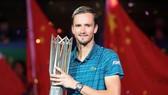 """Lối đánh """"buồn tẻ"""" của Medvedev đã giúp anh đăng quang Shanghai Masters"""
