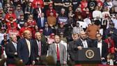 Dana White tham dự buổi diễn thuyết của Tổng thống Donald Trump hồi tháng 2