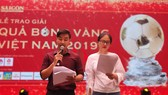 MC Nguyên Khang và Vân Trang trong buổi tổng dượt chương trình Lễ trao giải Quả bóng Vàng Việt Nam 2019.