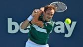 Miami Open: Bỏ lỡ 3 match-point, bị chuột rút cuối ván 3, Medvedev vẫn thắng chung cuộc
