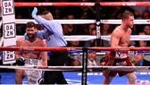 """Canelo đã bị phân tâm trong trận thắng """"Rocky nước Anh"""""""
