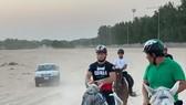 Khabib cưỡi ngựa ở quê nhà Dagestan