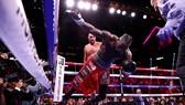 Wilder trúng đòn KO từ Fury, đổ sập xuống sàn đài