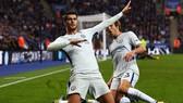 Alvaro Morata (Chelsea) mừng bàn thắng. Ảnh: EPA