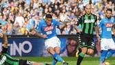 Allan (giữa, Napoli) mở tỷ số trước Sassuolo. Ảnh: Getty Images.