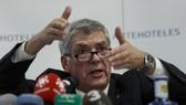Ông  Angel Maria Villa trong buổi họp Báo hôm qua ở Madrid. Ảnh: Getty Images.