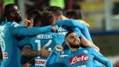 Lorenzo Insigne ăn mừng thắng lợi cùng các đồng đội Napoli. Ảnh: Getty Images.