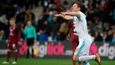 Florian Thauvin ăn mừng bàn thắng