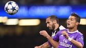 Cristiano Ronaldo (phải, Real Madrid) sẽ gặp lại Giorgio Chiellini (Juventus)