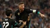 Thủ quân Sergio Ramos ăn mừng bàn thắng của Marcelo (Real Madrid)