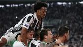 Juventus ăn mừng chiến thắng Bologna