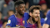 Ousmane Dembele (trái) sẽ trưởng thành bên cạnh Leo Messi