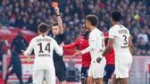 PSG thua Lille vì thiếu người?