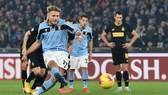 Ciro Immobile (Lazio) ghi bàn trên chấm 11m