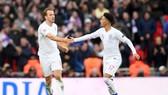 Harry Kane và Jadon Sancho trong mày áo tuyển Anh