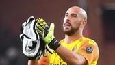 Hụt hơi trong 25 phút, cựu thủ thành Liverpool Pepe Reina tưởng mình mất mạng vì Covid-19