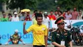 Cua-rơ trẻ Nguyễn Cường Khang về nhất chặng 1.