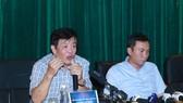 Chủ tịch Hội đồng HLV quốc gia chỉ ra sai sót của HLV Hữu Thắng. Ảnh: NGỌC HẢI