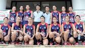 HLV Trần Đăng Thành (đứng thứ 4 hàng sau, từ trái qua) chính thức nghỉ việc tại đội bóng. Nguồn: BC Hà Nội