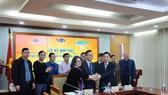 First News - Trí Việt ký kết hợp tác chia sẻ bản quyền với Đài Tiếng nói Việt Nam