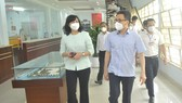 Deputy Prime Minister Vu Duc Dam and Vice Chairwoman of HCMC People's Committee Phan Thi Thang paid a visit to Vissan to check Covid-19 prevention methods here. (Photo: SGGP)