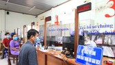 Citizens coming for administration procedures at Hiep Thanh Ward People's Committee in District 12. (Photo: SGGP)