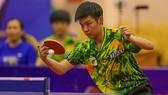 Tay vợt Sun Chen trong màu áo nữ TPHCM. Ảnh: Dũng Phương